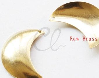 20pcs Raw Brass Moon Pendant - Crescent 28x20.5mm (2011C-P-314)