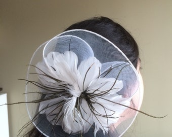 SINAMAY FASCINATOR , with Feathers, Off White /  F - 42