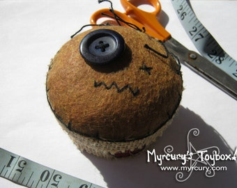 Cutely Spooky Handmade Felt and Burlap Voodoo Doll Pincushion Box. Sewing Box with Pincushion Lid