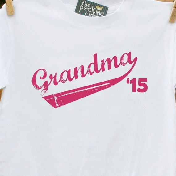 Grandma '15 swoosh t-shirt makes the perfect Mothers Day or Christmas gift or even a wonderful way to announce your pregnancy