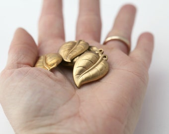 Vintage Raw Brass Leaf Findings Charms Pendants 20mm (10)