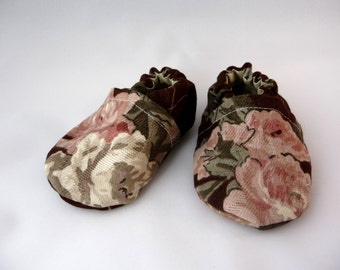 cloth baby shoes, Pink Roses, Brown fabric shoes, handmade shoes, Shabby, baby shoes, cotton, baby accessories,baby gift,baby shower gift