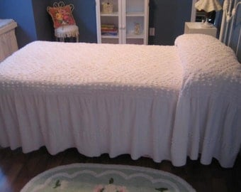 Beautiful White Gathered Dellinger Vintage Chenille Bedspread  (05BS)