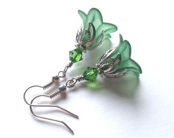 Lucite Flower Earrings, Crystal Swarvoski Earrings, Emerald, Green Earrings, Art Nouveau, Antique Silver, Vintage Earrings, My Julie Jewels