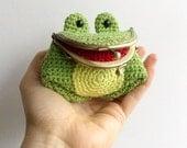 Freddie The Frog - Amigurumi Coin Purse Pattern