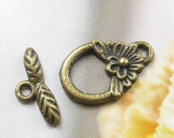 4 sets - Antique brass loggle clasps (FIND-118)