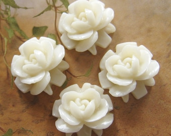 4 pcs - 16mm White rose cabochons CA823-C4)