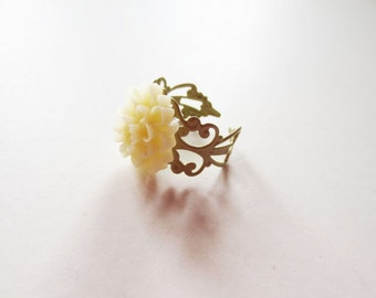 Ivory flower ring. Filigree ring. Sage green ring. Cream flower ring. Winter white flower. Flower jewelry. Light green ring. Ivory mum ring.
