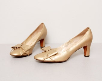 1950s Gold Bow Heels - 50s Gold Leather Pumps - Size 8