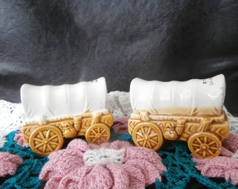 Salt & Pepper Shakers  Covered Wagon - Western Home Decor-1976 Vintage Ware  510-2