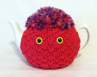 Penelope CozyKin tea cosy - A cute and friendly sweater for your teapot