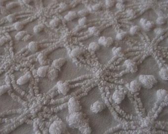 "Vintage Chenille bedspread fabric piece, Cabin Crafts white mini double wedding ring & popcorn, 18"" x 24"" - 300-28"