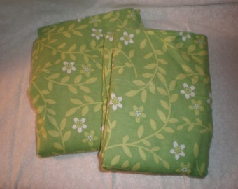Flannel Pillowcase Set for Standard Sizes Bed Pillows Green and White Floral