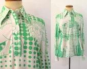 1970s Shirt Disco Blouse Button Neck Polo LION Novelty Print Pointy Collar Green White Polka Dots Long Sleeve Vintage 70s Silky M Medium