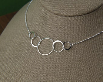 Five linked circles necklace in sterling silver, five entwined circles, interlocking circles, family necklace