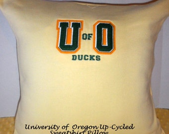U of O Sweatshirt to Pillow Cover, Up-cycled University of Oregon Sweatshirt, Ducks, 20 x 20 Pillow, One of a Kind