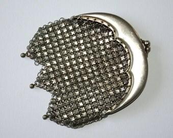 c1910 English silvertone metal chain link coin purse