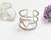 Floating triangle triple band ring