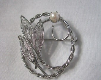 Vintage silver tone oval twisted brooch pin with faux pearl flower