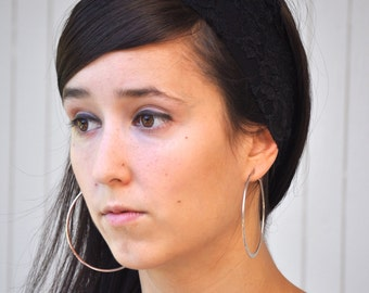 Narrow lace stretch headband with scalloped edge.  Choose your own color.