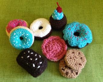 Dessert play food set, crochet