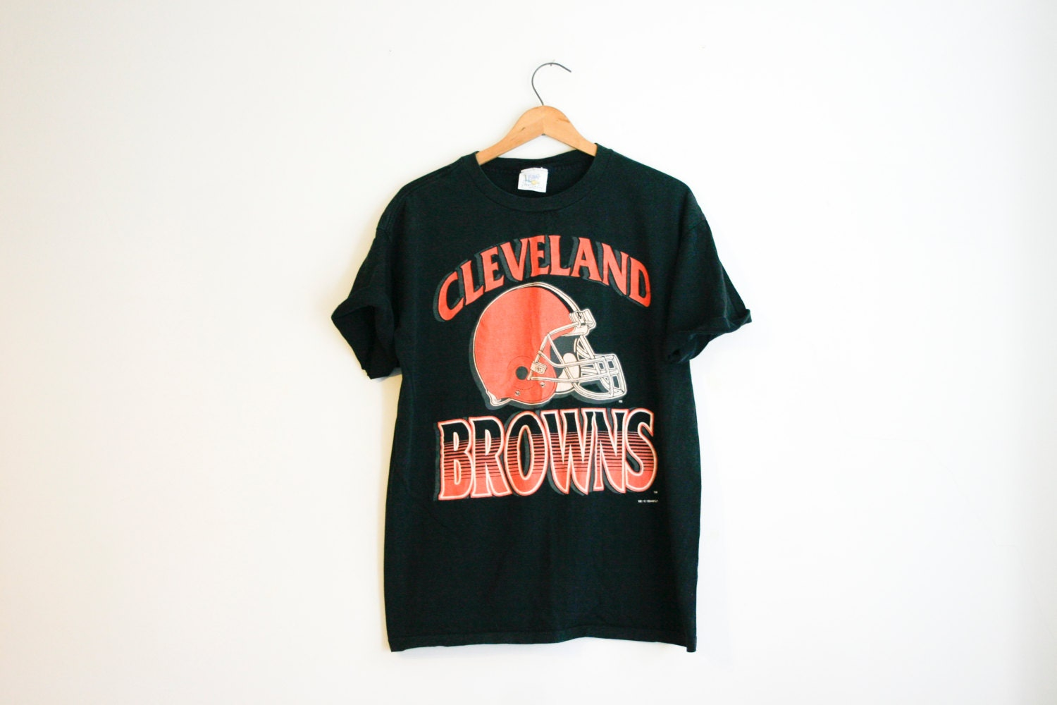 Vintage black cleveland browns football screen print t shirt for Vintage screen print t shirts