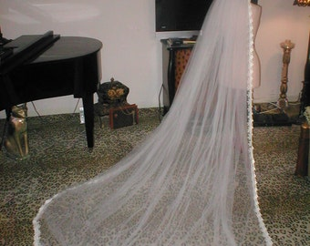 Diamond-White cathedral length Vintage Venice Lace Mantilla Bridal Veil