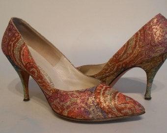 Too Colourful for Paisley - Early 1960s Thom McCann Metallic Paisley Pumps Stilettos Heels - 9B