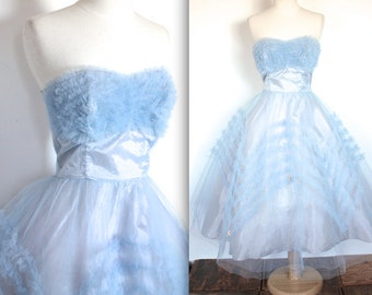 Vintage 1950's Dress // 50s Cornflower Blue Tulle and Floral Cluster Strapless Sweetheart Party Prom Dress // DIVINE