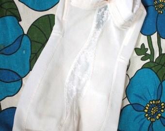 Vintage 1960s Lingerie // 50s 60s White Bullet Bra Peekaboo Lace Shaper Girdle with Garters // Rockabilly Pin Up // DIVINE