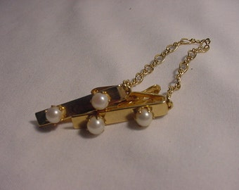Vintage Faux Pearl Sweater Guard Or Holder   14 - 115