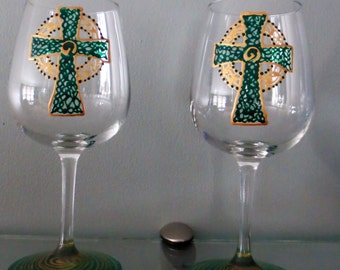 Wine Glass Irish Celtic Cross Hand Painted Green And Gold St Paddy's 10 ounce size
