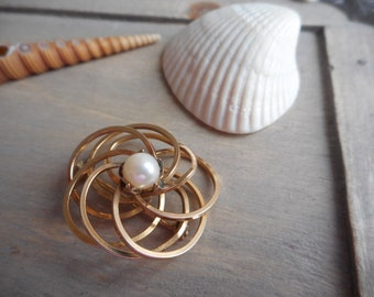 Vintage Genuine Cultured Pearl & 12K High Gold, Gold Filled swirly brooch. Antique heirloom jewelry. Jewelry Box estate find. Scarf Pin