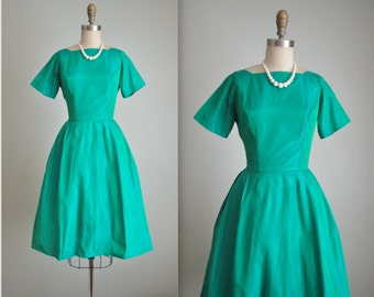 50's Emerald Taffeta // Vintage 1960's Emerald Green Taffeta Holiday Cocktail Party Dress XS