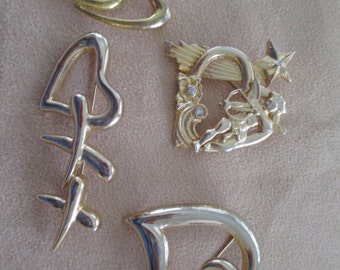 Vintage costume jewelry  / 4 heart brooches