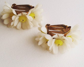 Vintage Daisy Clip On Earrings