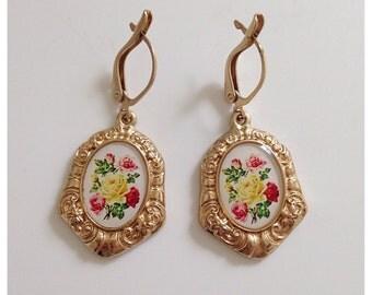 Vintage gold tone floral dangling earrings