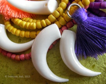 Tusk Beads in Carved Bone 5pcs