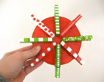 CHRISTMAS CARD HOLDER painted clothespins red and green