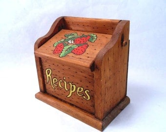Wood Recipe Box with Strawberry Decoration Vintage 70s