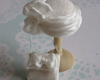 Handmade 1/12th scale dollshouse moulded ivory felt cloche style hat and matching bag