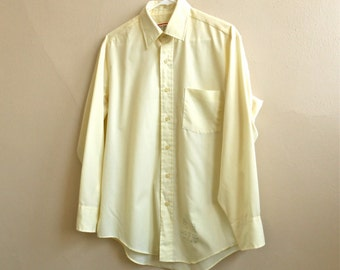 Vintage 1980s Men's Button Up Dress Shirt Pale Yellow 80s Oxford Pointed Collar