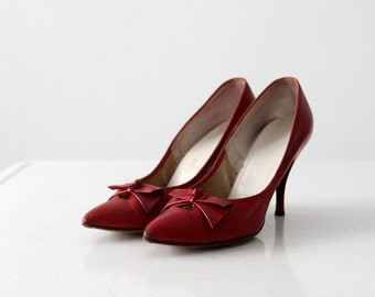 1960s red heels, point toe pumps size 7.5