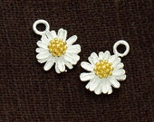 2 of 925 Sterling Silver Daisy Charms, Gold plated pollen 9mm. :th2195