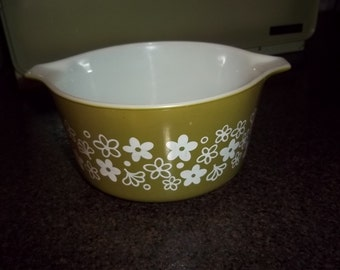 Vintage Pyrex Crazy Daisy Spring Green 1 QT Round Casserole in Excellent Condition