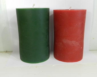 "Pure Beeswax Pillar Candle 3"" x 5"" in red or green"