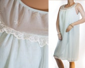 Adorable sheer double layer soft pale aqua Nylsuisse nylon and delicate white lace detail 60's vintage mid length nightgown nachthemd - 3234
