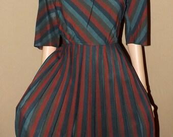 Classic Vintage Late 1950s Day Dress. Full Swing Skirt, Pleats. Mid Century. 1950s 60s. Medium