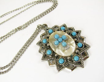 Vintage Necklace in Faux Turquoise with Mother of Pearl Cabochon, Southwest / Turquoise Necklace - Collier.