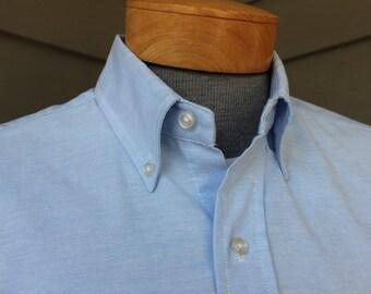 vintage 70's - 80's -University Oxford- Men's Oxford Cloth Button down shirt. Blue - Short sleeve - 50/50 poly cotton blend.  Large 16+